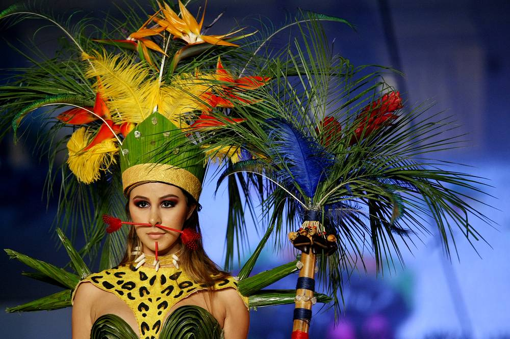 A model presents a creation during the Biofashion 2016 in Cali, Colombia, November 19