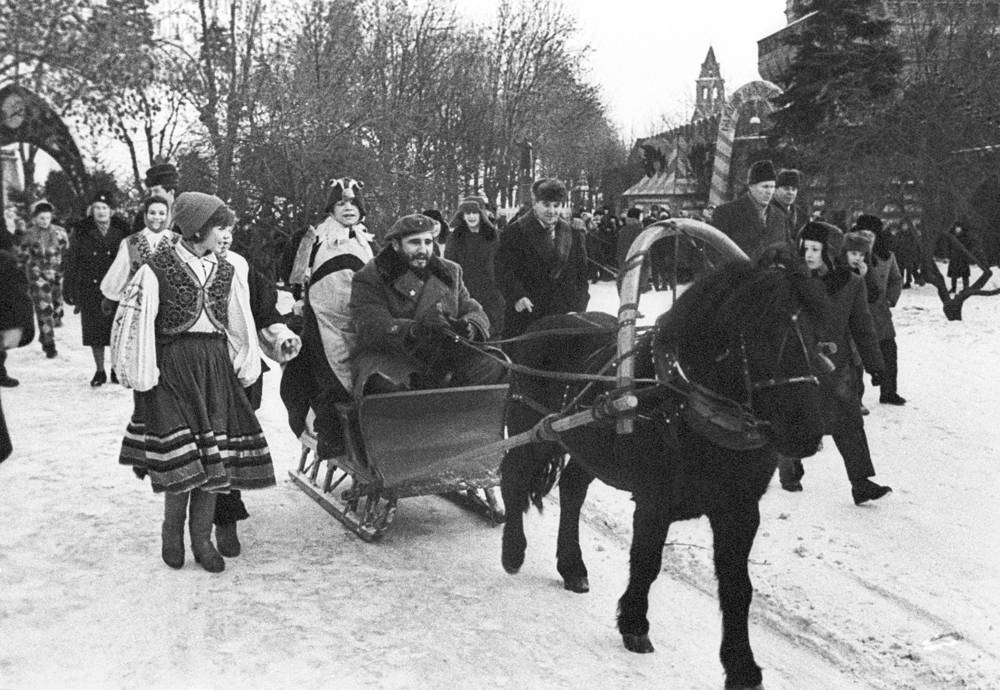 Fidel Castro taking part in a typical Russian winter celebration in a Moscow park, 1964