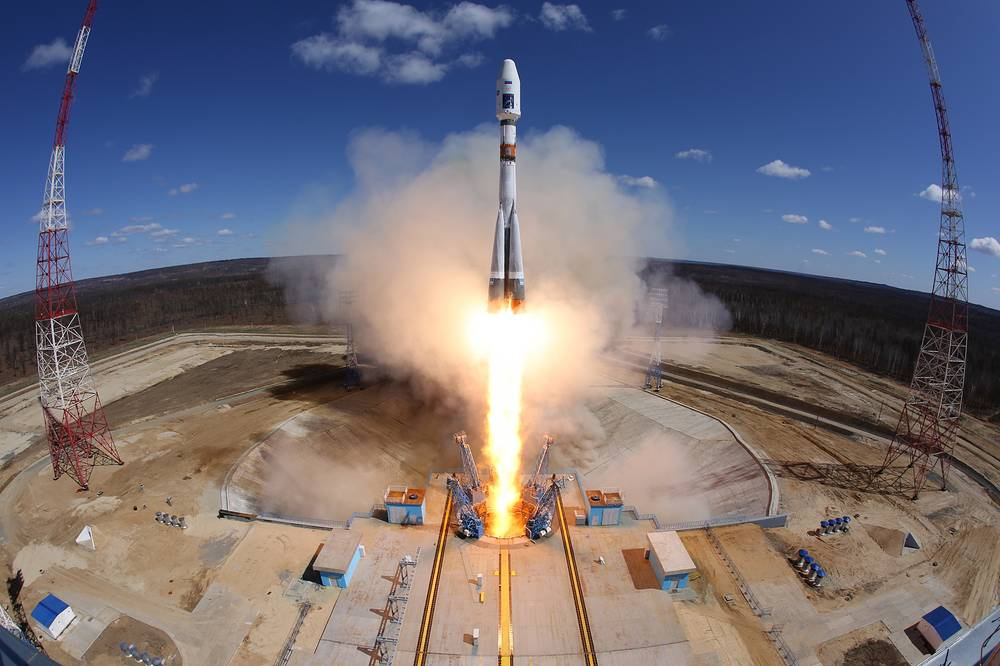 A Soyuz-2.1a rocket booster carrying Lomonosov, Aist-2D and SamSat-218 satellites blasts off from a launch pad at the Vostochny Cosmodrome, April 28