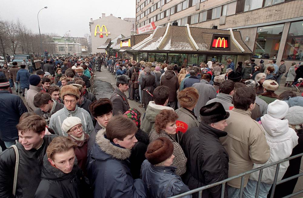 Hundreds of people line up around the first McDonald's restaurant in the Soviet Union at Moscow's Pushkin Square, on its opening day