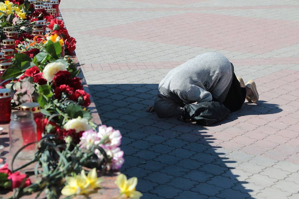 Candles and flowers at an impromptu memorial in Simferopol's Lenin Square