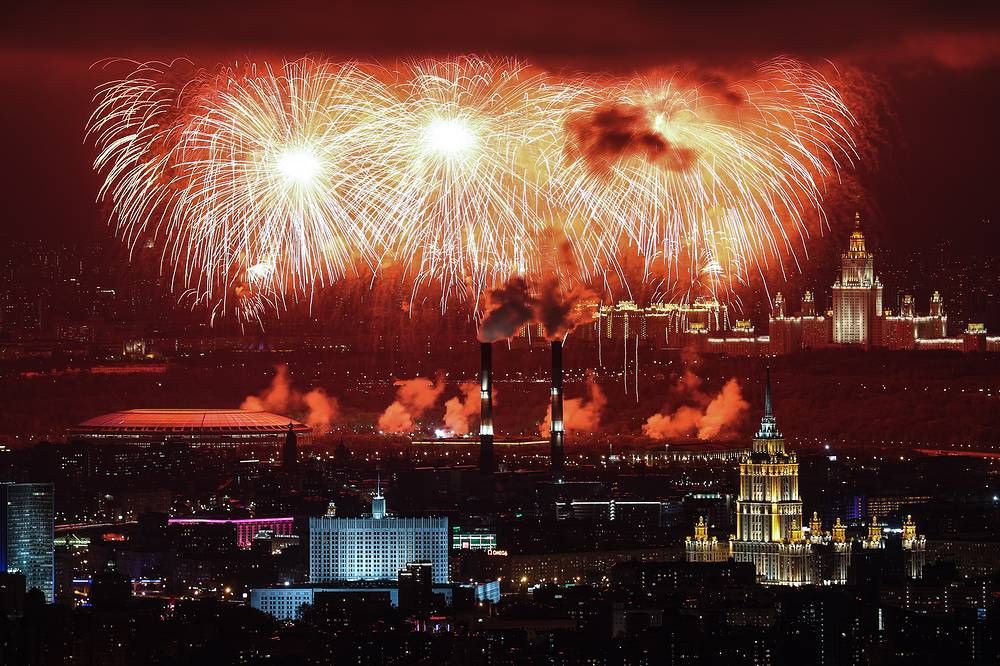 Fireworks go off over Moscow to mark the 72nd anniversary of the Victory over Nazi Germany in the 1941-1945 Great Patriotic War, the Eastern Front of World War II, May 9