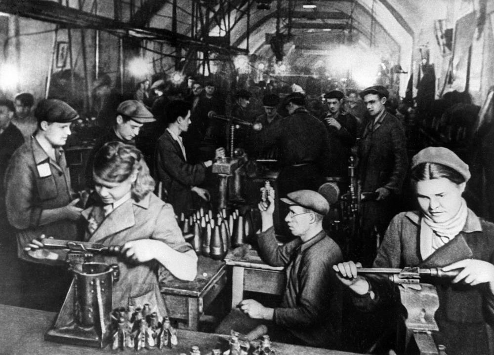 Making of munitions in one of the adits in Sevastopol, 1941