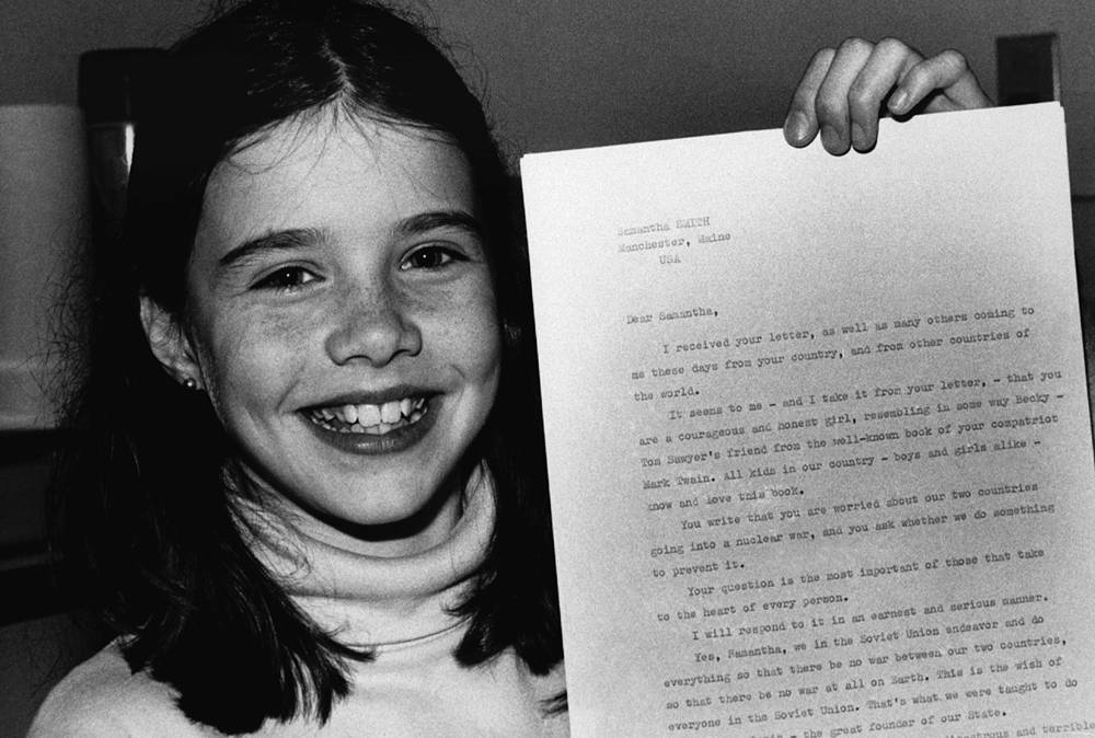 """Ten-year-old US schoolgirl Samantha Smith holds the letter from Soviet leader Yuri V. Andropov on April 25, 1983 in Manchester, that have his personal assurance that the Soviet Union """"Will never, but never be the first to use the nuclear weapons against any country"""""""