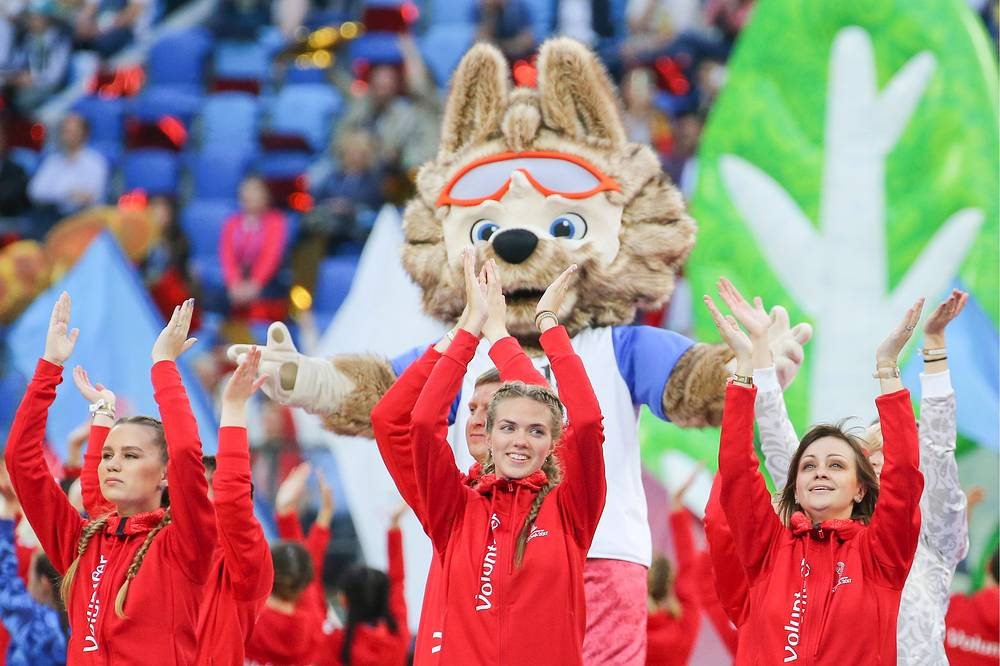 Wolf Zabivaka , the official mascot of the 2018 FIFA World Cup, at the closing ceremony of the 2017 FIFA Confederations Cup