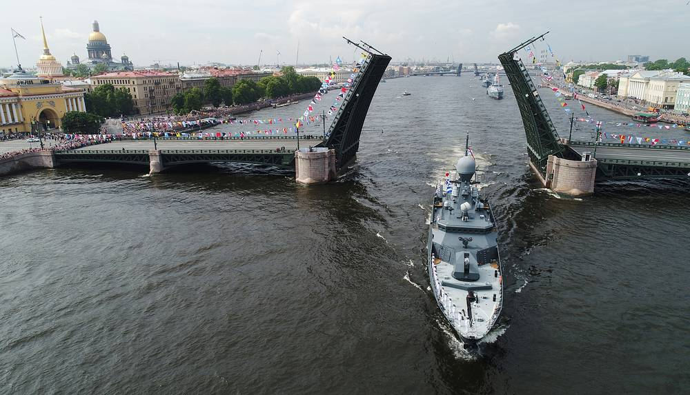 The Alexander Obukhov minesweeper takes part in a rehearsal of the upcoming Russian Navy Day military parade in the Neva River waters, Saint Petersburg, Russia, July 28
