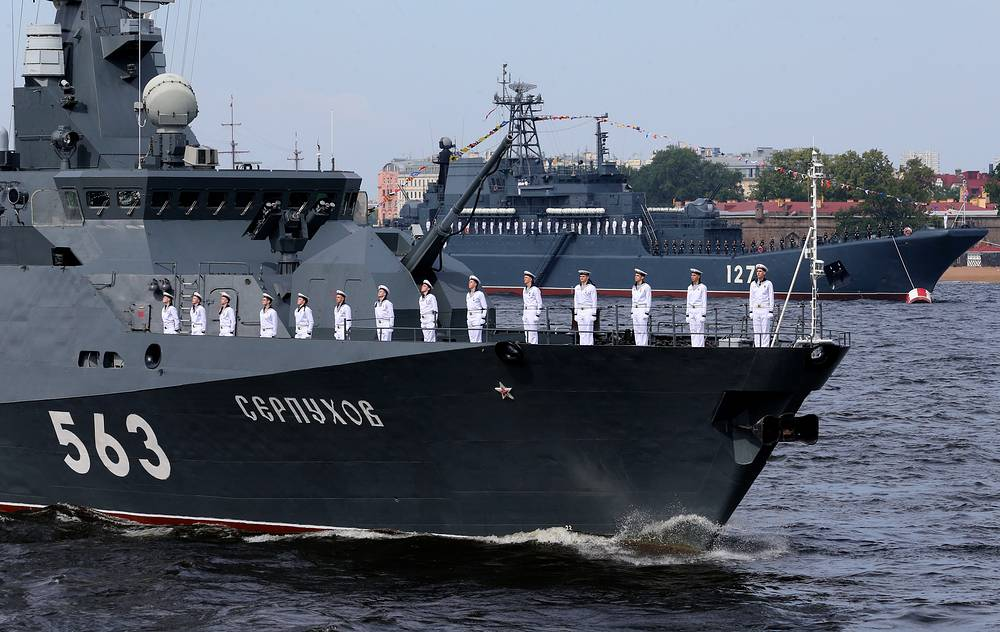 The Russian Navy's missile corvette Serpukhov and Minsk large amphibious ship