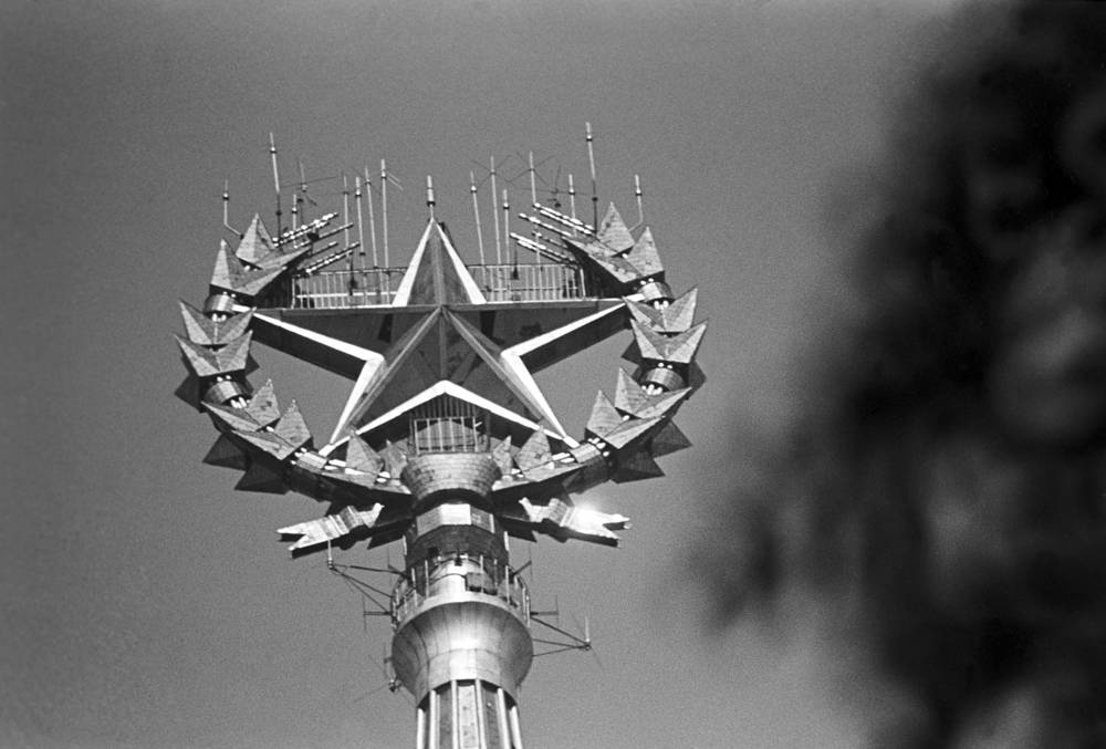 Its roof is topped by a 57-metre spire which ends with a 12-ton five-pointed star