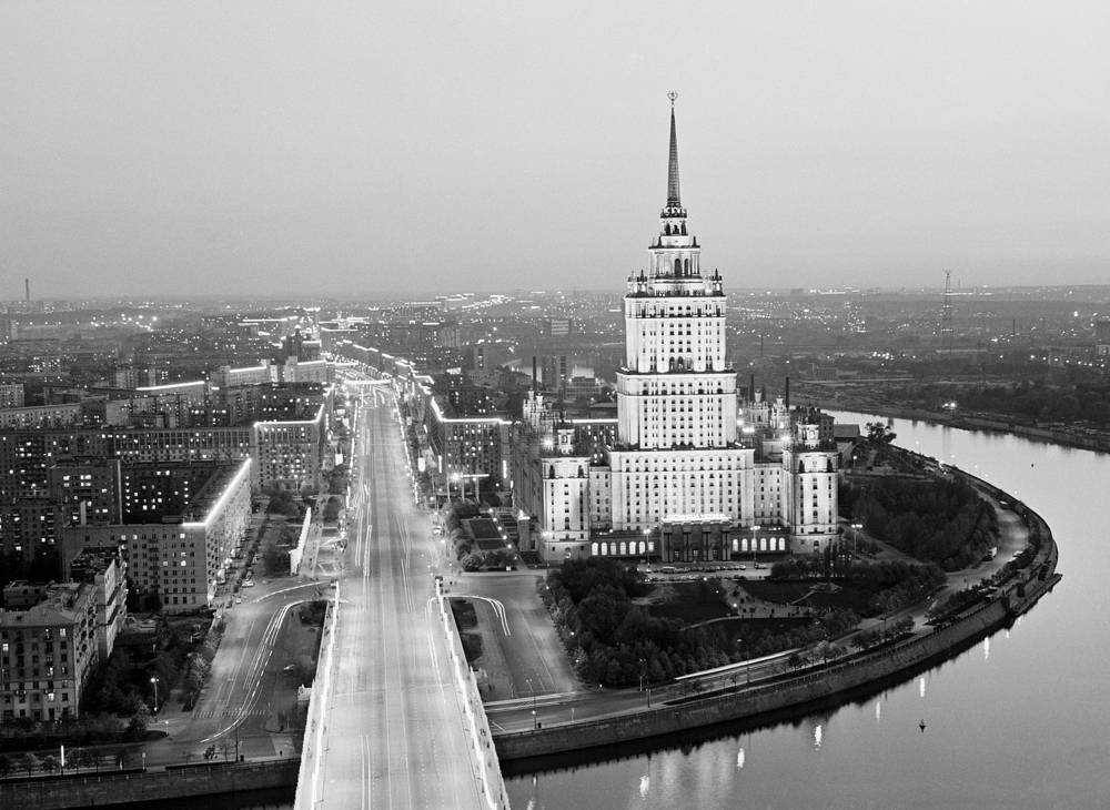 "The second tallest of the neoclassical Stalin-era ""seven sisters"", hotel Ukraina is 198-meter high (34 stories). It was then the tallest hotel in the world. Photo:An aerial view of the Ukraina Hotel and Kutuzovsky Avenue"