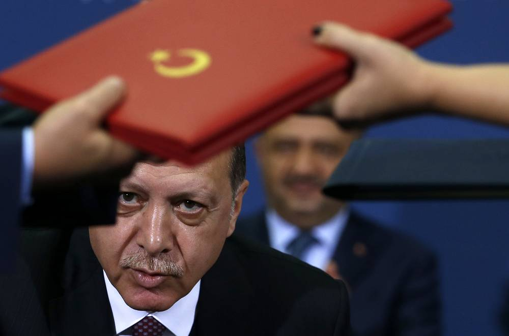 Turkey's President Recep Tayyip Erdogan looks on as documents are exchanged after the signing of an agreement after talks with his Serbian counterpart Aleksandar Vucic, in Belgrade, Serbia, October 10