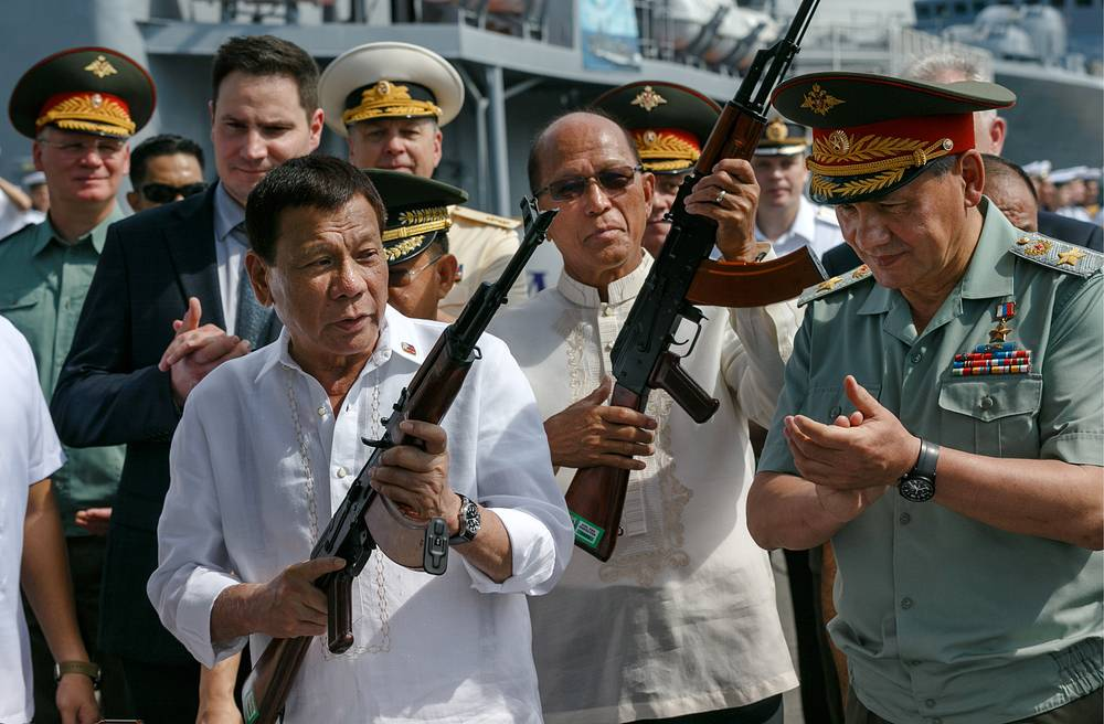 Philippines' President Rodrigo Duterte and Russia's Defense Minister Sergei Shoigu attend a ceremony to receive a batch of Russian military goods including firearms and army trucks, aboard the Admiral Panteleyev destroyer of the Russian Pacific Fleet, in the port of Manila, Philippines, October 25