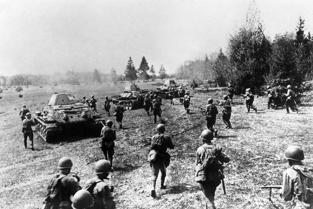 T-34 is often credited as the most effective, efficient and influential tank design of the World War II. Photo: Soviet infantrymen supported by T-34 tanks attack German invaders in the Battle of Moscow, 1941