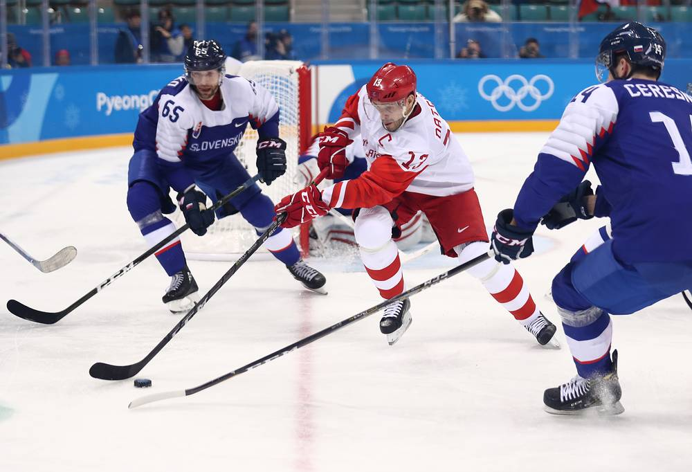 Ice Hockey: Russians shut out United States men, claim group lead
