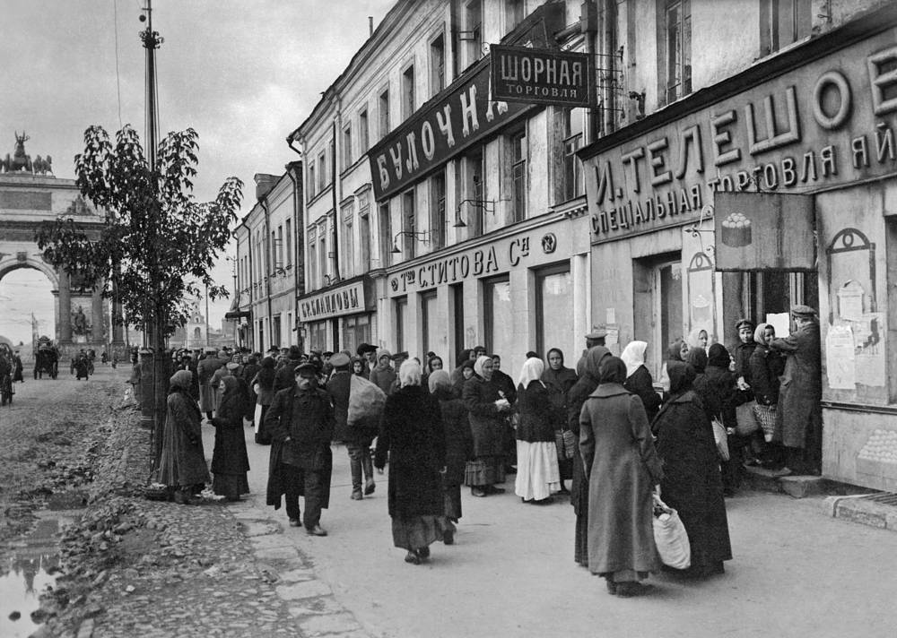 Customers queue outside a food shop close to Belorussky railway station, Moscow, 1918