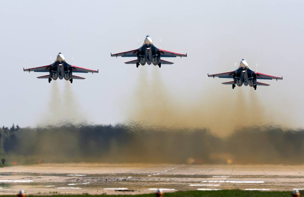 Su-27 jet fighters of the Russian Knights aerobatic team