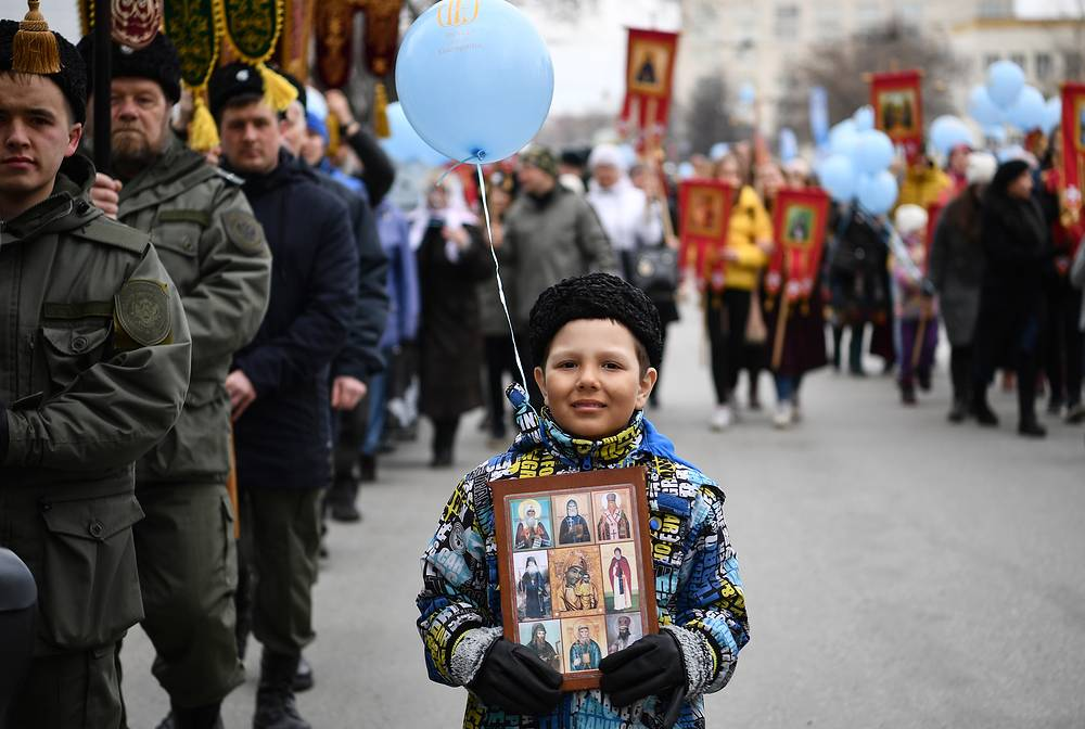 Orthodox believers follow an Easter procession from the Holy Trinity Cathedral to the Church on Blood in Honour of All Saints Resplendent in the Russian Land in Yekaterinburg
