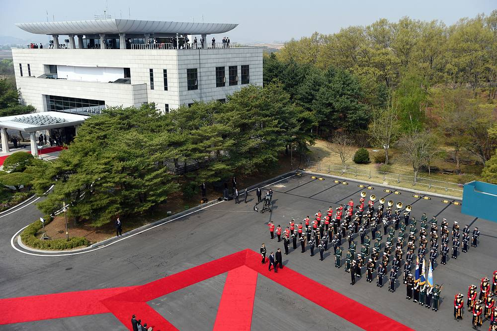 North Korean leader Kim Jong Un and South Korean President Moon Jae-in inspect an honor guard in Panmunjom in Demilitarized Zone