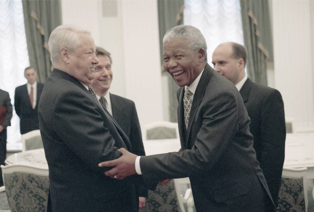 Russian President Boris Yeltsin and South African President Nelson Mandela talking prior to the meeting in Kremlin, 1999