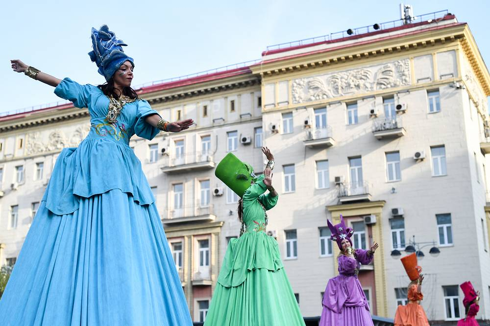 Stilt walkers entertain people on Tverskaya street