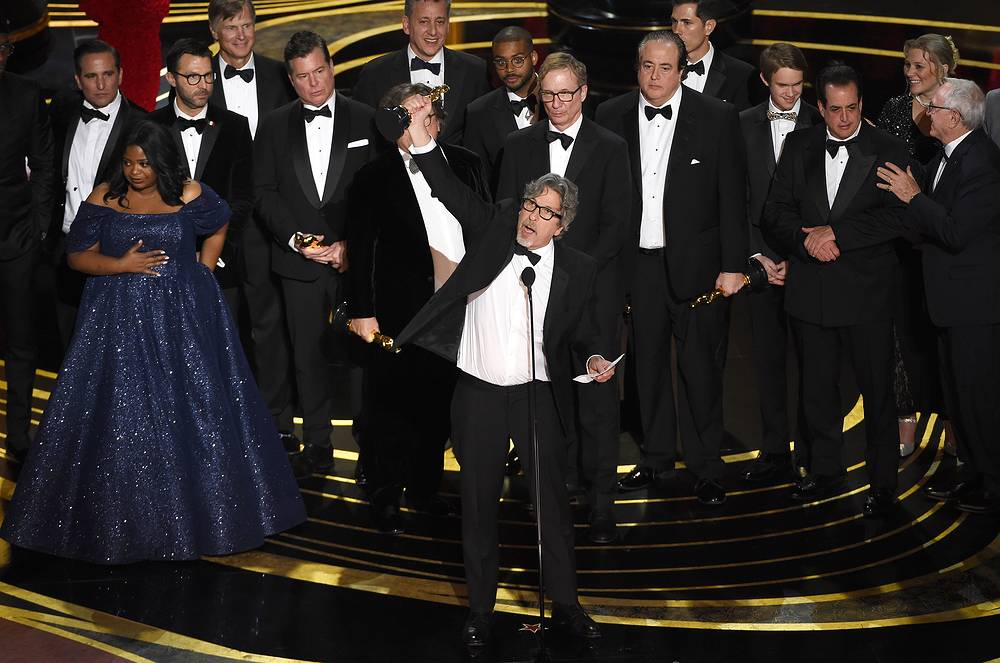 """Peter Farrelly and the cast and crew of """"Green Book"""" accept the award for best picture at the 91st Academy Awards"""
