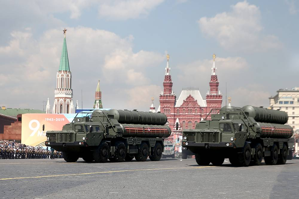 S-400 missile launching vehicles