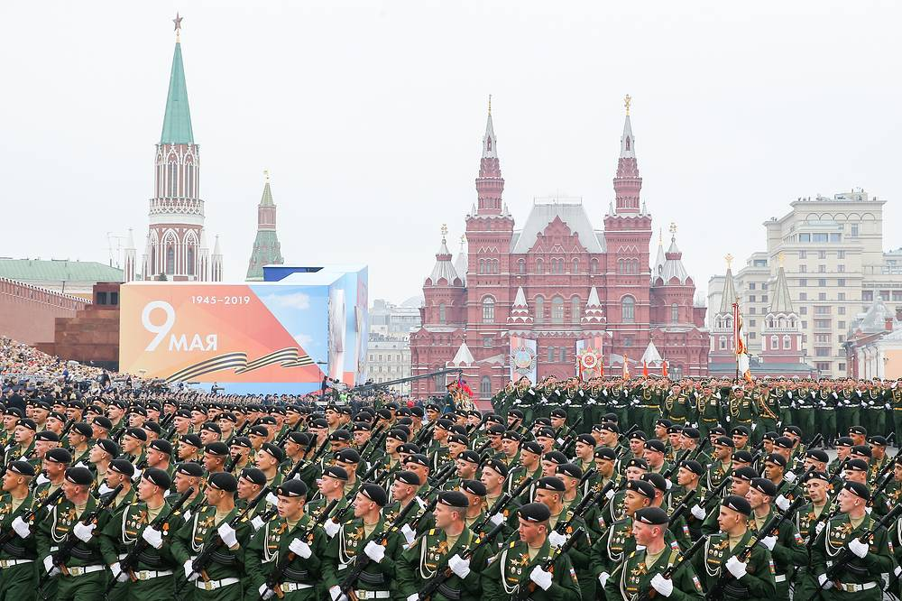 Servicemen marching in Moscow's Red Square