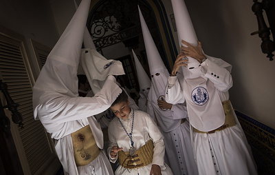Easter in Spain: Folks in cloaks flock to the streets for Holy Week