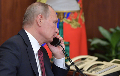 Putin tells Merkel about Kiev's provocations at contact line in Donbass