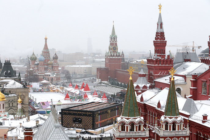 Louis Vuitton pavilion in a shape of a huge suitcase was set up on the Red Square in mid-November in honor of the 120th anniversary of the GUM trading house