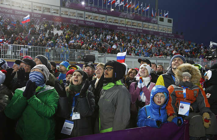 And here's the spectators' reaction to what is going on during women's moguls qualification
