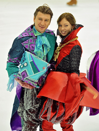 Russian figure skater Alexei Yagudin, gold medalist of the Olympics in Salt Lake City, is seeing another Russian skater Tatiana Totyamina, also olympic gold medalist. They have a daughter.