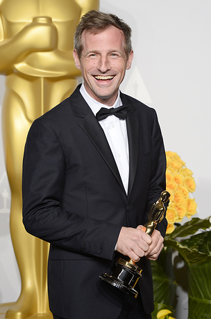 US director Spike Jonze holds his Oscar for Best Original Screenplay for 'Her'