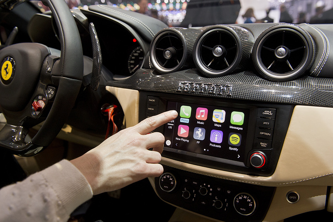The new system CarPlay Apple integrated in the Ferrari FF