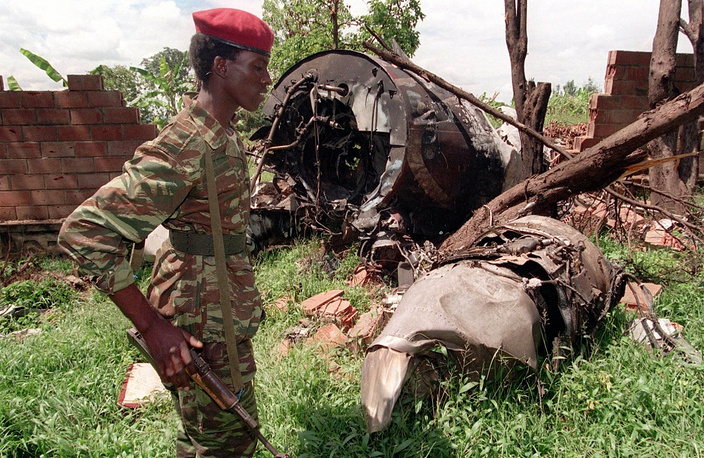 On April 6, 1994 the plane with Rwanda's President Juvenal Habyarimana and Burundi's President Cyprien Ntaryamira on board was shot down. As a result, both leaders died. Photo: a fighter of the Rwandan Patriotic Front, largely composed of Tutsi refugees