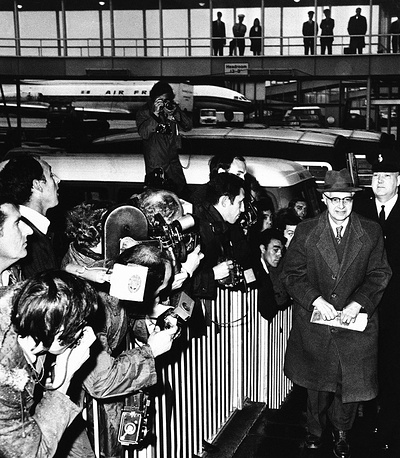 In 1961 Soviet spies of American origin Morris and Leontine Theresa Cohen (pseudonyms Peter and Helen Kroger) were arrested in Great Britain and sentenced to 25 and 20 years in prison respectively. Photo: Morris Cohen (Peter Kroger) at a London airport