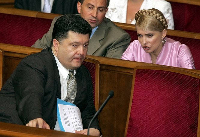 In 2006 Poroshenko was re-elected to the Ukrainian parliament with the support of Our Ukraine electoral bloc. Photo: Petro Poroshenko and Yulia Tymoshenko in the parliament