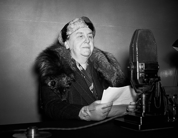 Queen Wilhelmina of the Netherlands abdicated in 1948. The main reason is said to be health problems