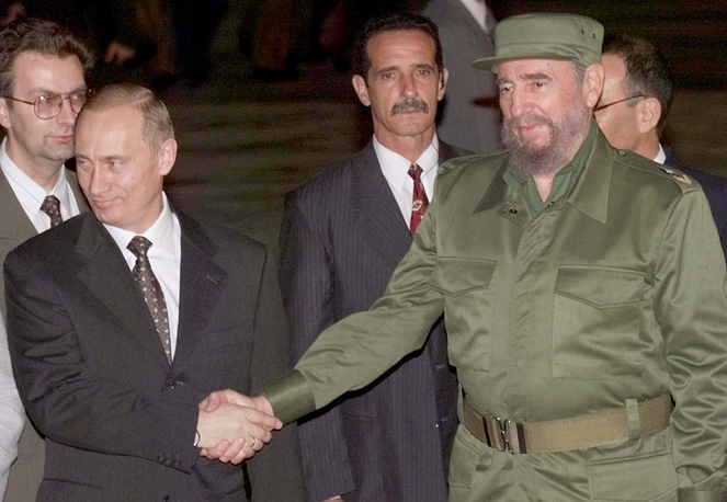 Russian President Vladimir Putin and Fidel Castro in Havana in 2000