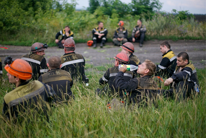 Donbass miners take part in the search at the crash site