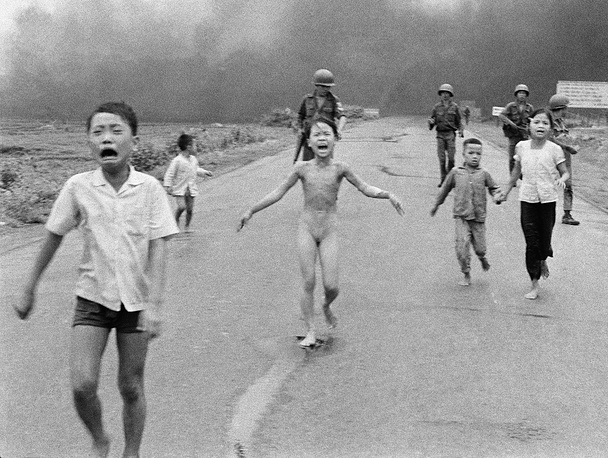 Nick Ut was awarded the Pulitzer Prize for his famous photograph of the 'Napalm Girl' (photo)