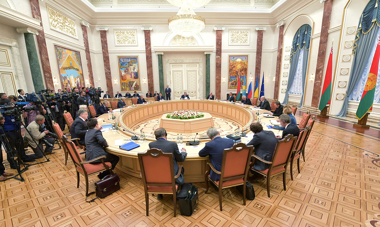 Heads of States of the Customs Union and representatives of the European Commission attend their summit