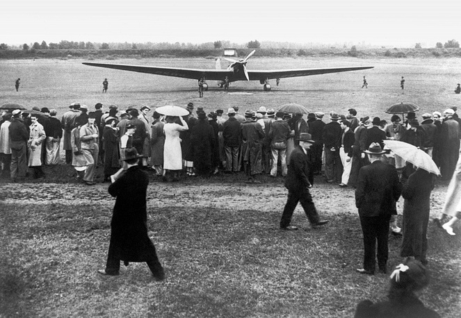 Continuous flight Moscow - North Pole - USA, 1937