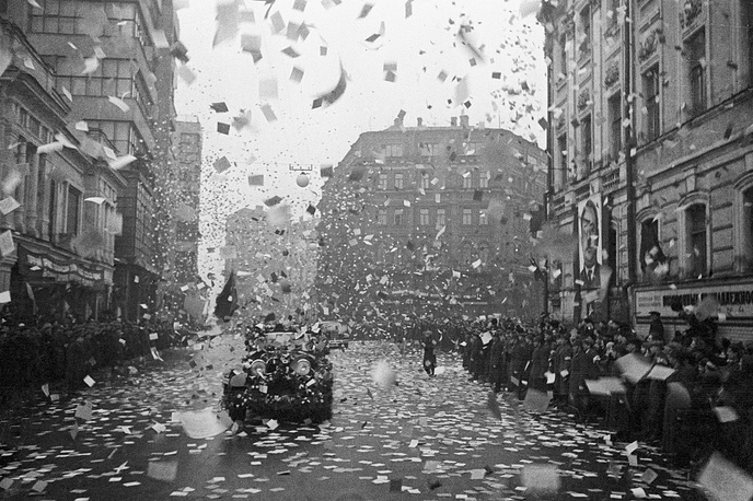 The arrival of North Pole conquerors Papanin, Shirshov, Krenkel and Fyodorov in Moscow. The cars are driving the Kirov Street under a rain of greeting leaflets, 1938
