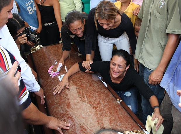 Photo: Mary Finol, mother of Jennifer Carolina Viera during funeral service in El Vigia, Venezuela, April 20, 2010