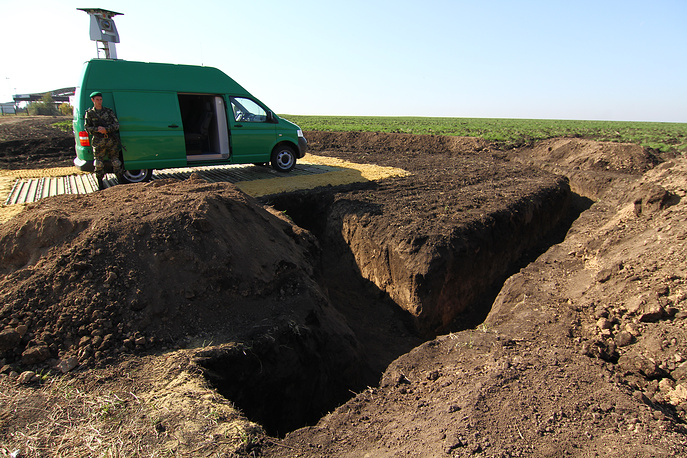 By now, a 80-meter long and three-meter wide anti-tank ditch has already been dug along the border with Russia, the UNIAN news agency quoted Sergey Moskalenko, a deputy chief of the eastern regional department of Ukraine's state border service