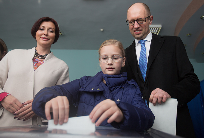 A total more than 32,000 polling stations are working in the country and another 112 stations are open for Ukrainian citizens in 72 countries. Photo: Ukrainian Prime Minister Arseniy Yatsenyuk, his wife Terezia and daughter Sofiya