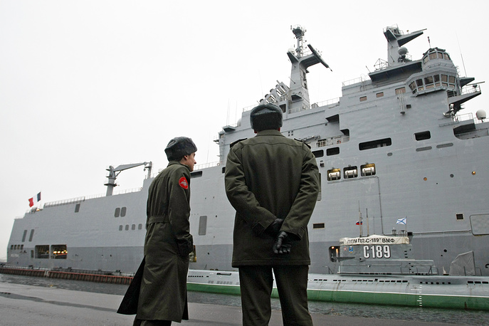 Photo: France's Mistral assault ship moored on Lieutenant Schmidt Embankment in St Petersburg