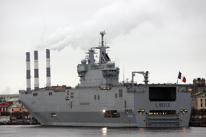 The €1.12 billion contract for building two Mistral-type ships was signed by the Russian defense exporting company Rosoboronexport and French DCNS in June 2011 Photo: French Navy Mistral amphibious assault ship arrived for a visit to St. Petersburg, 23 November 2009
