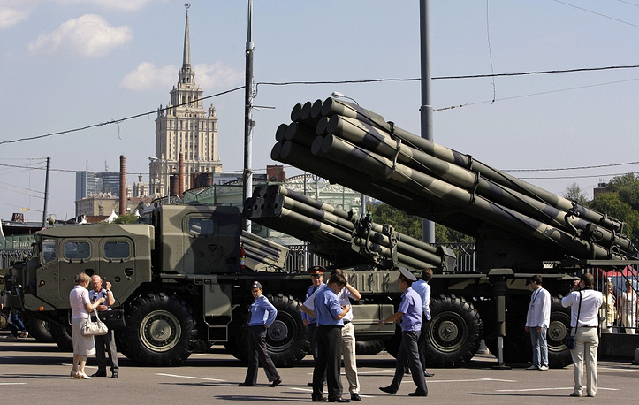 Photo: Multiple rocket launchers Smerch and Uragan at a display during Moscow's International III Arms Exhibition, 2008