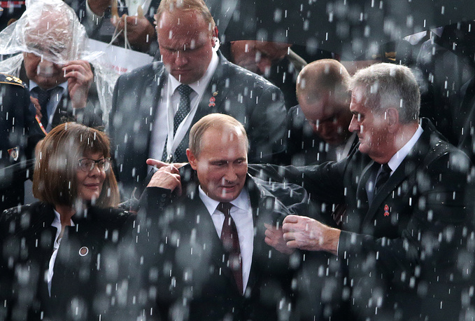 Russian and Serbian Presidents Vladimir Putin and Tomislav Nicolic (center) watch a military parade dedicated to the 70th anniversary of the liberation of Belgrade